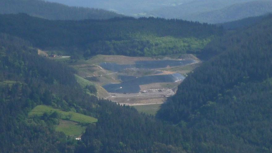 Vista panorámica del vertedero de Cespa en Zalla.