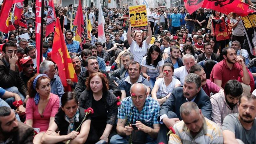 Miles de manifestantes recuerdan a las víctimas de Gezi en el 2º aniversario