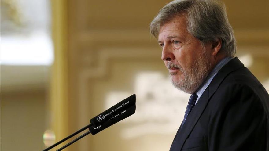 """Méndez de Vigo reitera que el Gobierno bajará el IVA cultural """"cuando pueda"""""""