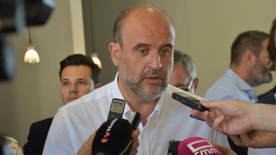 """Gobierno C-LM tacha de """"serpientes informativas"""" las voces que sitúan a Page como candidato a la Presidencia de España"""