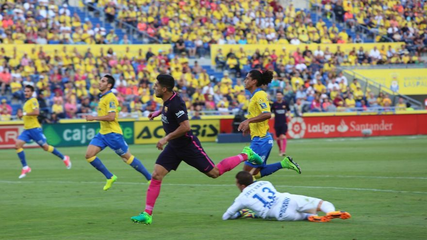 Partido entre la UD Las Palmas y FC Barcelona. Alejandro Ramos.
