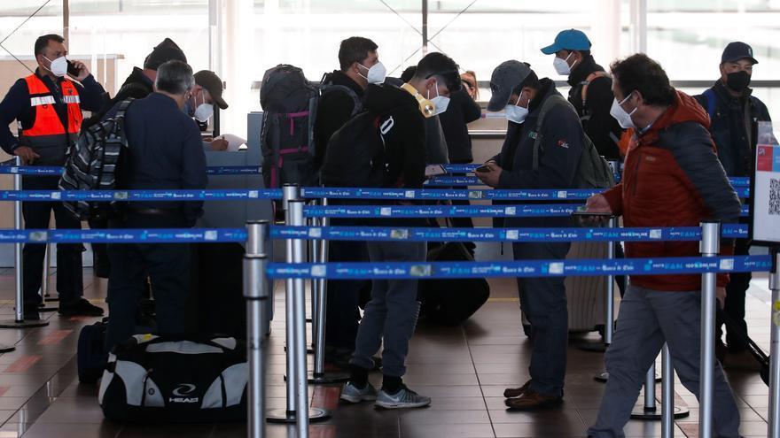 Chile abre sus fronteras para nacionales y extranjeros residentes vacunados
