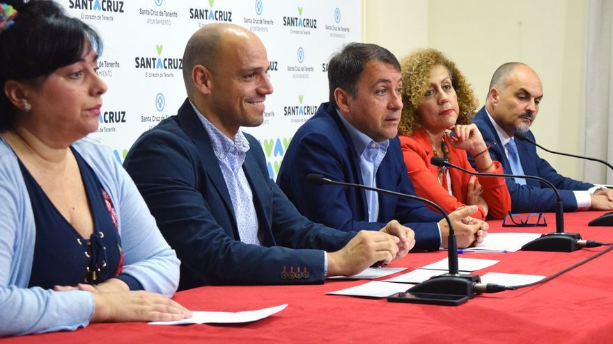 Presentación de las actividades de cultura y ocio para lo que resta de semana, con el alcalde José Manuel Bermúdez (centro)