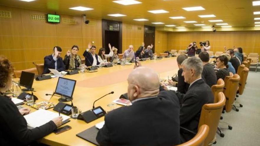 La Diputación Permanente del Parlamento Vasco vota el recurso contra el decreto digital.