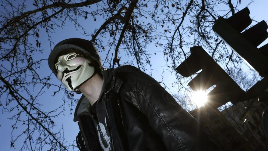 """Anonymous se atribuye el """"hackeo"""" de la página del Ejército colombiano"""