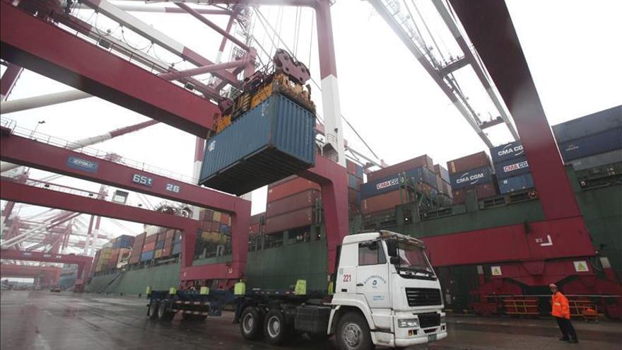Los precios de importación industrial caen el 7,2 % y suman 30 meses a la baja