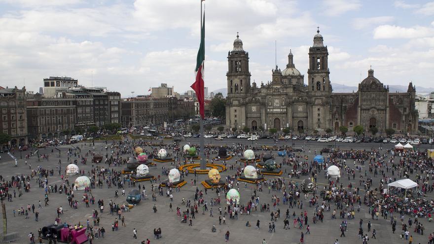 La imponente Plaza del Zócalo, corazón de Mèxico DF. Ciudad de México