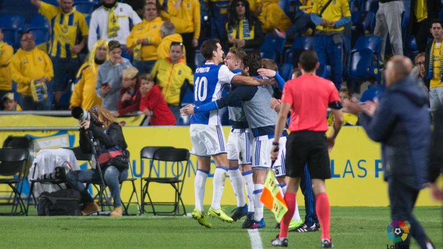 Xabi Prieto celebra el gol con sus compañeros en el Estadio de Gran Canaria.