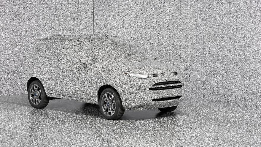 Mediante el diseño 3D, Ford ha ideado un camuflaje a base de miles de pequeños ladrillos negros, grises y blancos distribuidos aleatoriamente por la carrocería de sus prototipos.