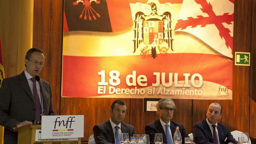 """Acte de la Fundación Nacional Francisco Franco pel """"derecho al alzamiento""""."""