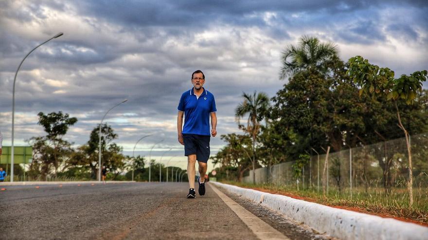 Mariano Rajoy camina rápido por Brasil