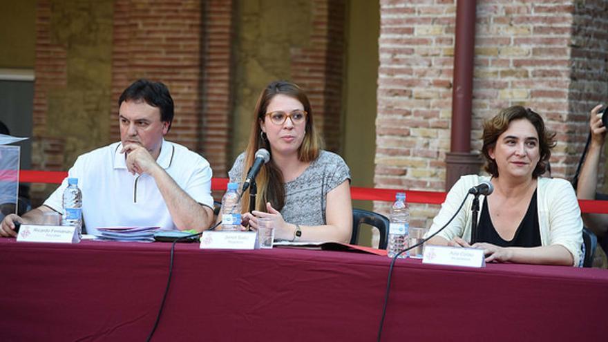 La teniente de alcade, Janet Sánz, junto a Colau, durante la constitución del Consell Municipal de Nou Barris / Ajuntament de Barcelona