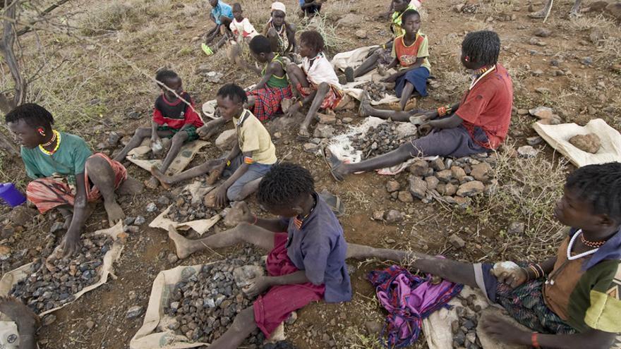 Niños trabajando en extracción de piedra en Kenia. Foto:ActionAid