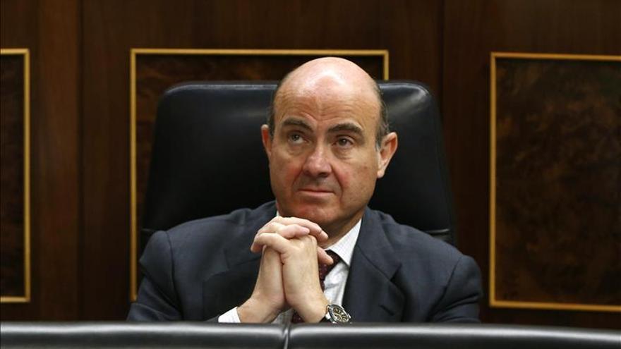 De Guindos dice que las previsiones del Gobierno buscan ganar credibilidad