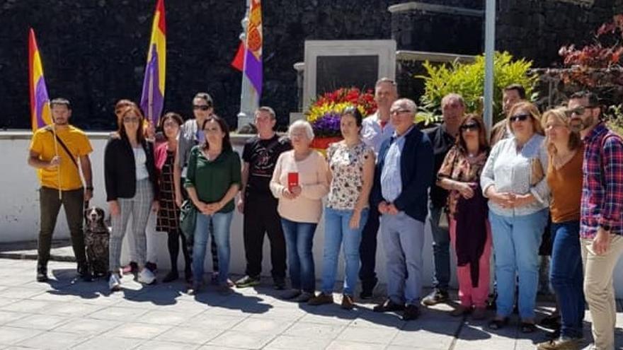 Un momento de la conmemoración de la II República en Los Llanos.