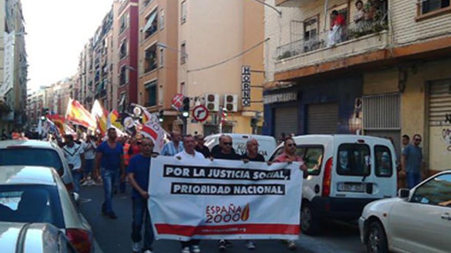 Miembros de España 2000 en una manifestación en Valencia