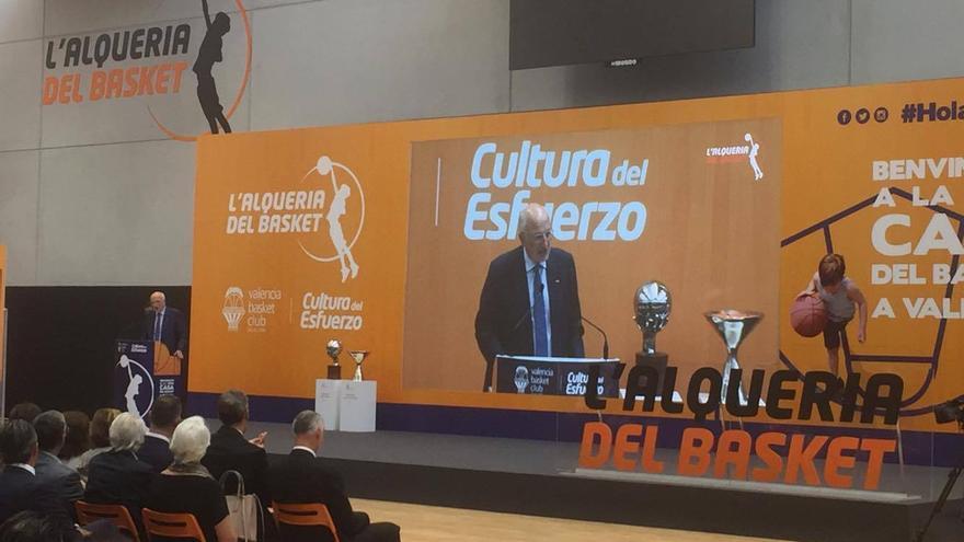 El propietario del Valencia Basket, Juan Roig, durante su intervención