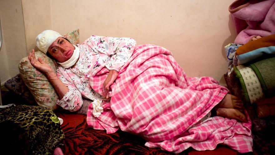 Manar en su pequeño piso en el que espera la resolución de su petición de asilo en Melilla./Fotografías cedidas por la familia