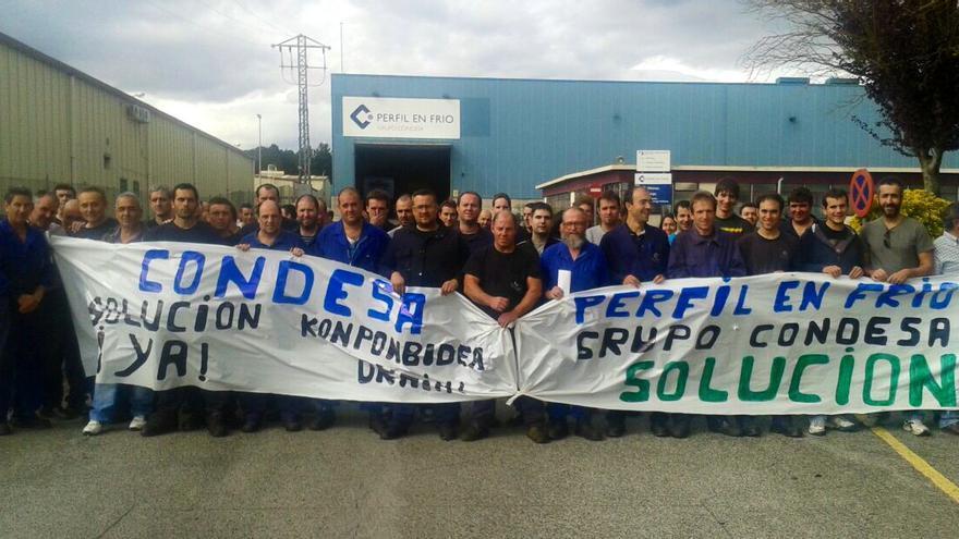 Los trabajadores de Perfil en Frío, durante la protesta de este miércoles.