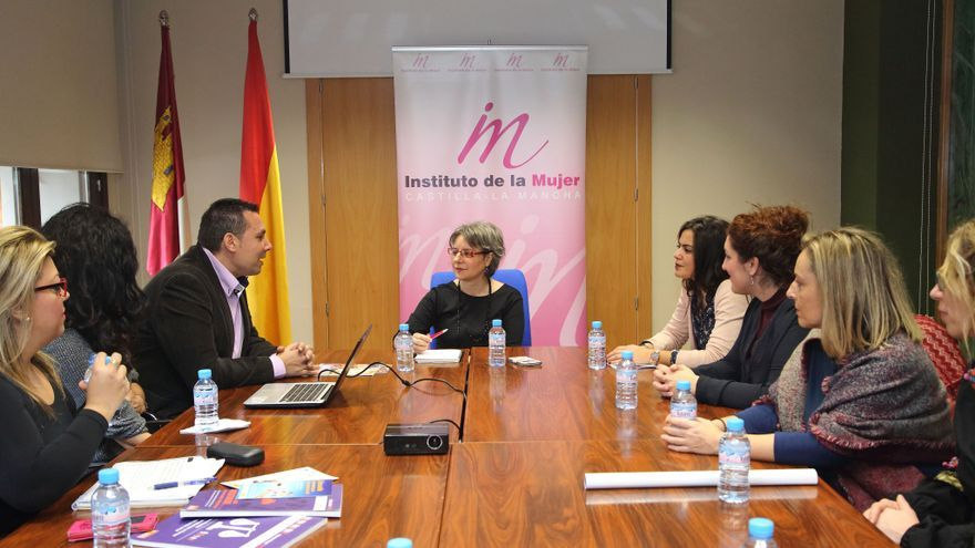Reunión del Instituto de la Mujer con la Fundación Secretariado Gitano / JCCM