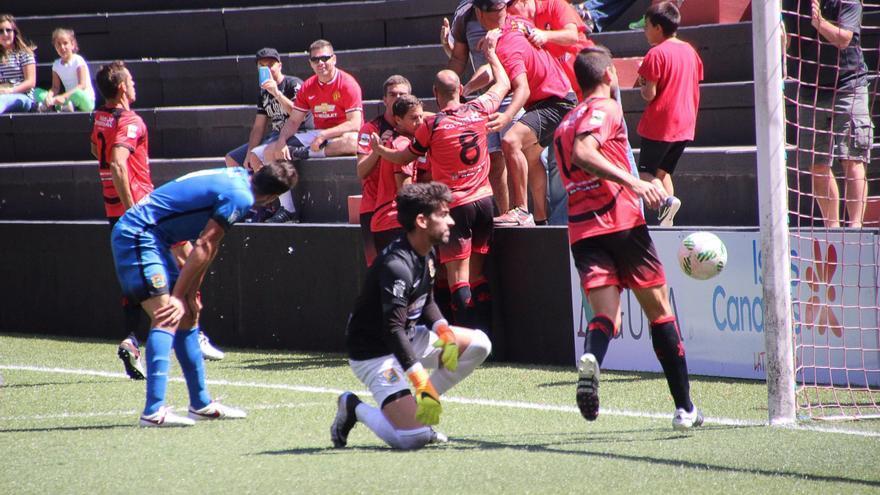 Un momento del partido jugado este domingo. Foto: JOSÉ AYUT.