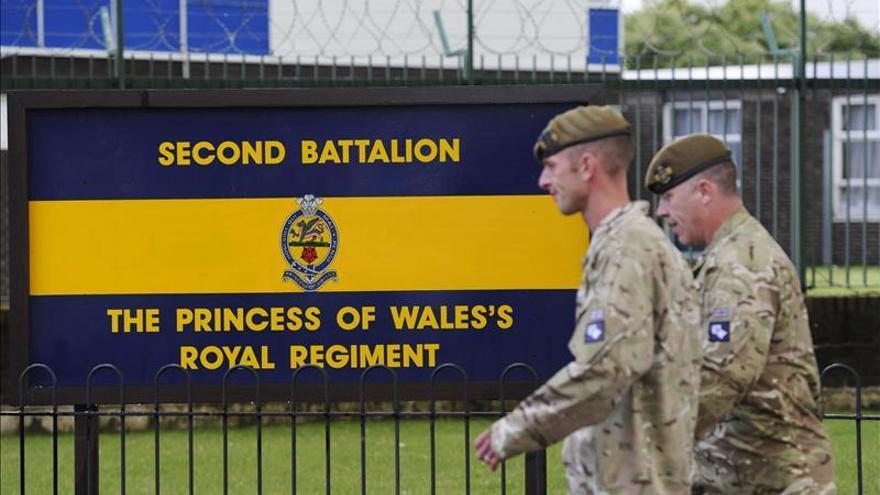 La policía británica interroga a dos supuestos cómplices en el asesinato del soldado