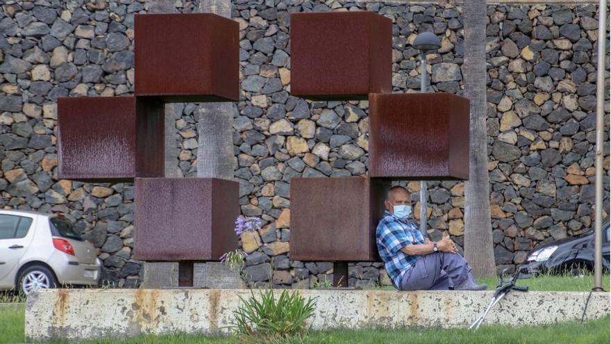 Lanzarote prohíbe las reuniones de más de dos personas y echa el cierre de la actividad no esencial a las 18:00 por el avance de la epidemia