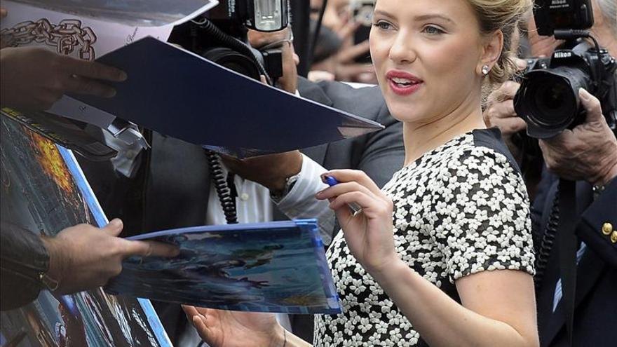 Scarlett Johansson estrena entre elogios su nueva obra de teatro en N.York