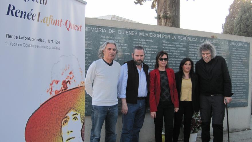Integrantes del proyecto de búsqueda de Renée Lafont, en el cementerio de La Salud de Córdoba.