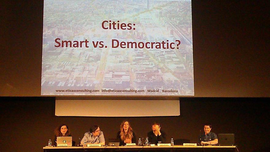 Presentación durante la jornada D-CENT de Gemma Galdón, de eticas