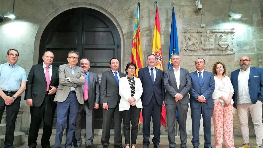 El president Ximo Puig y el conseller Rafa Climent junto a diferentes representantes empresariales