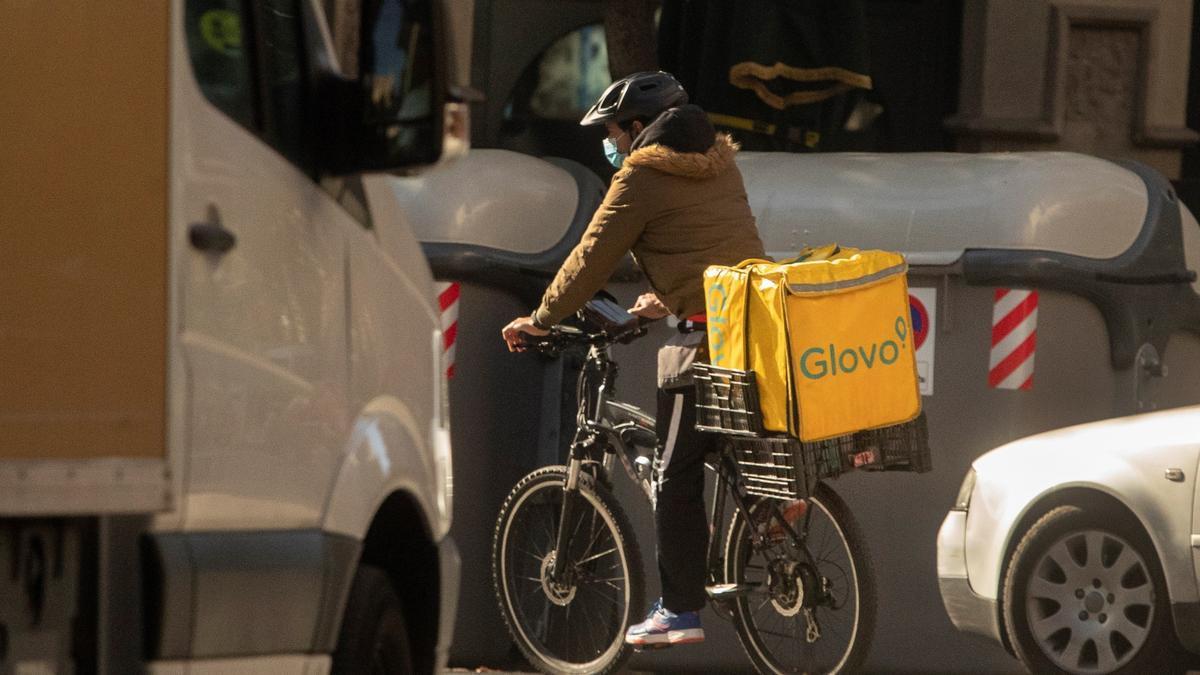 Un repartidor de Glovo en una imagen de archivo.
