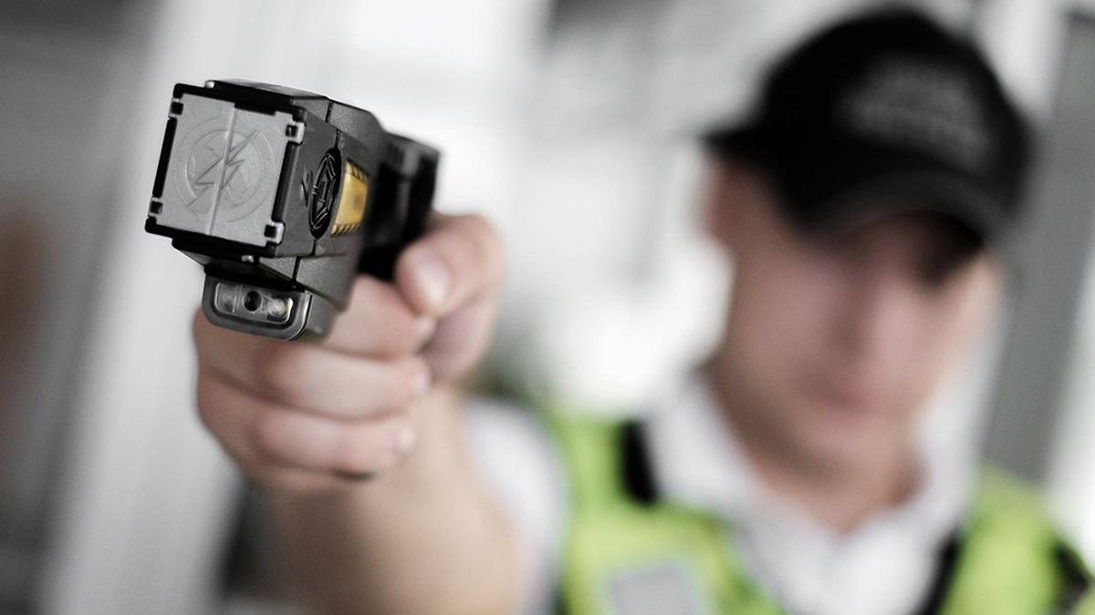 El uso de las pistolas Taser, otra vez sobre el tapete tras el episodio en el que fue baleado Chano Charpentier.