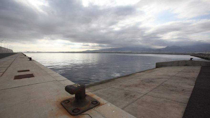 Muelle de Arinaga vacío. (QUIQUE CURBELO)