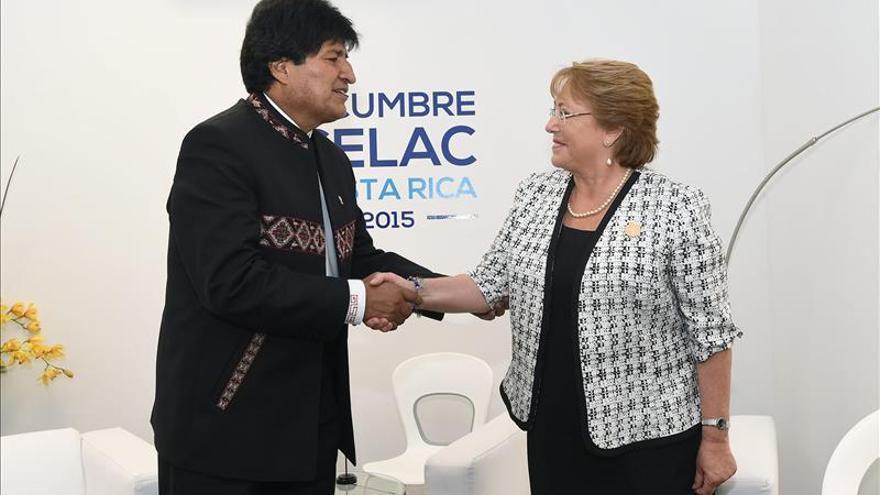"""Bachelet y Morales """"no excluyeron"""" hablar del mar, dice el canciller boliviano"""