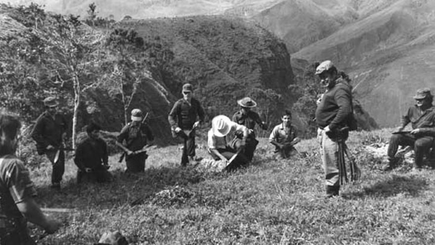Una foto histórica en la que se ve a 'Tirofijo' en la 'República de Marquetalia'.
