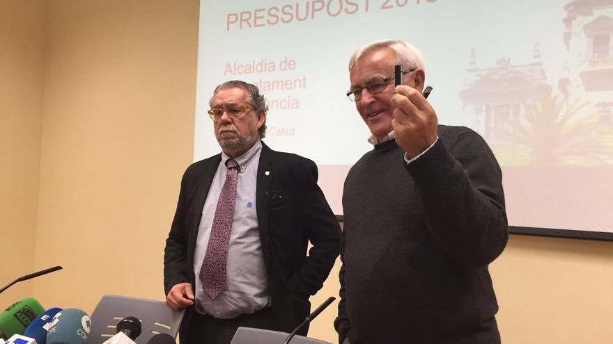 El alcalde de València, Joan Ribó, junto al concejal de Hacienda, Ramón Vilar