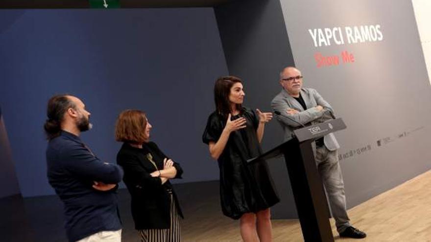 La artista Yapci Ramos, en la presentación de su exposición en TEA