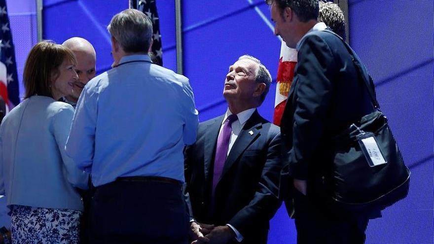 """Bloomberg pide el voto para Clinton para vencer al """"peligroso demagogo"""" Trump"""