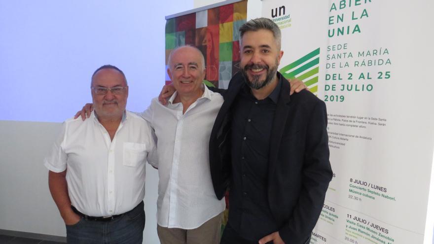 Relaño, junto a uno de los alumnos del curso y el director de Carrusel, Dani Garrido.
