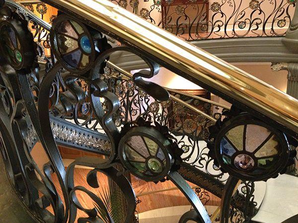 detalle-barandilla-escalinata-palacio-longoria