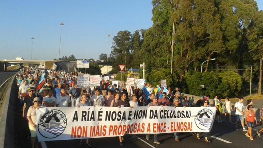 Marcha reivindicativa contra la permanencia de ENCE en la ría de Pontevedra