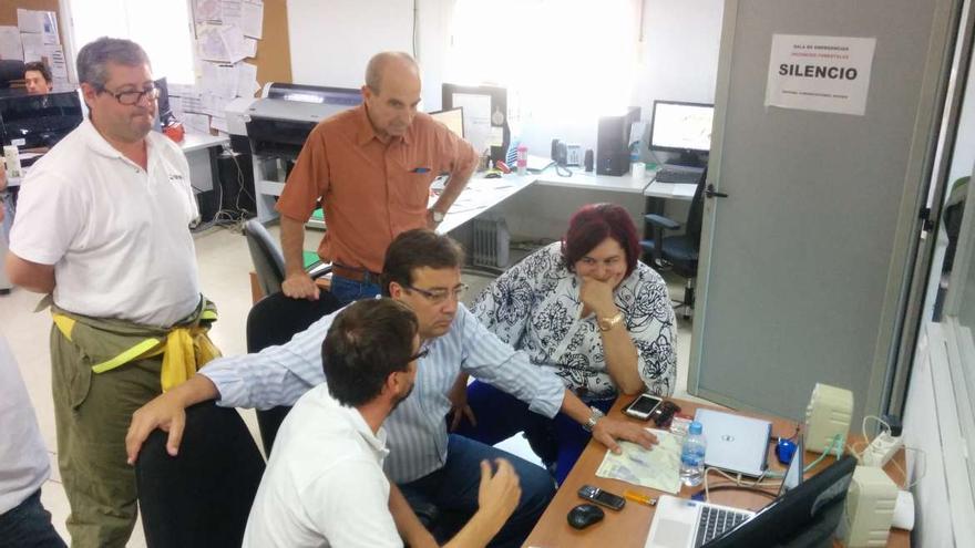 Fernández Vara en el centro regional de coordinación del Infoex en Cáceres