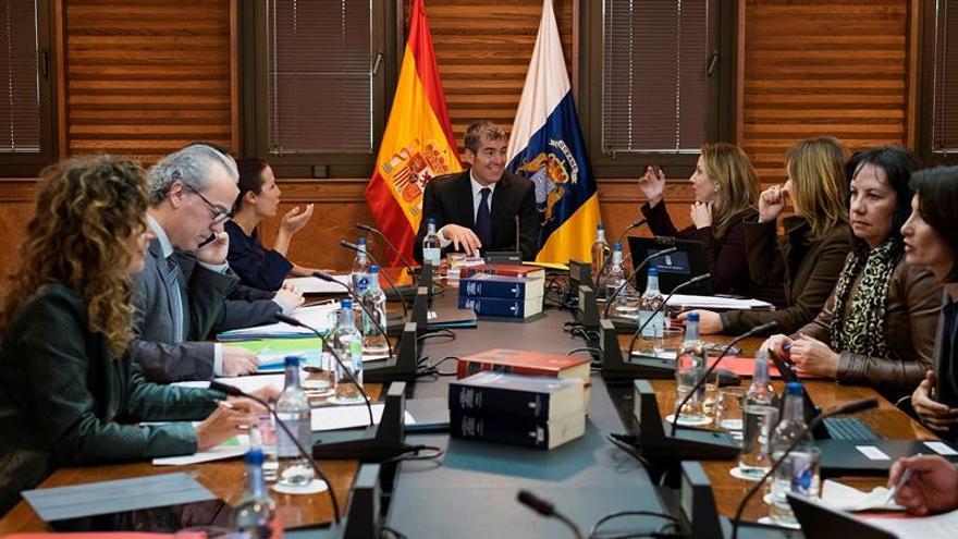 El presidente del Gobierno Canario, Fernando Clavijo, presidió este lunes la reunión del Consejo de Gobierno, celebrada en la capital grancanaria. EFE/Ángel Medina G.