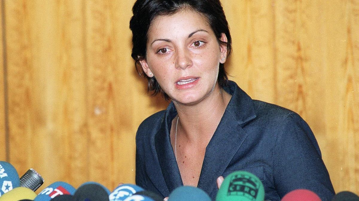 Nevenka Fernández durante una rueda de prensa en 2002. EFE/Ballesteros/Archivo