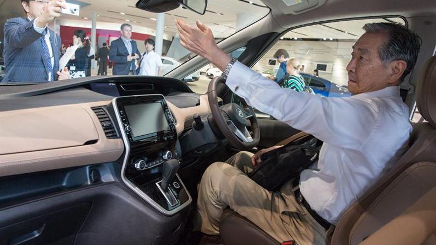Nissan lanzará en agosto su primer coche con piloto automático