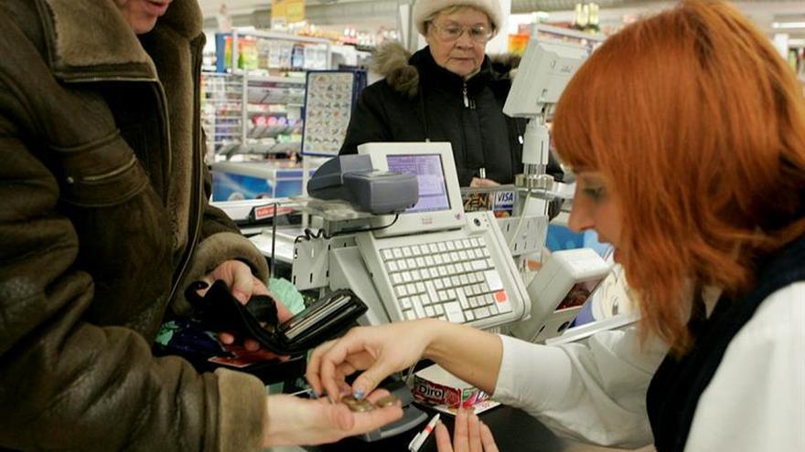 Las familias griegas reducen su gasto en supermercados un 13 % respecto a 2016