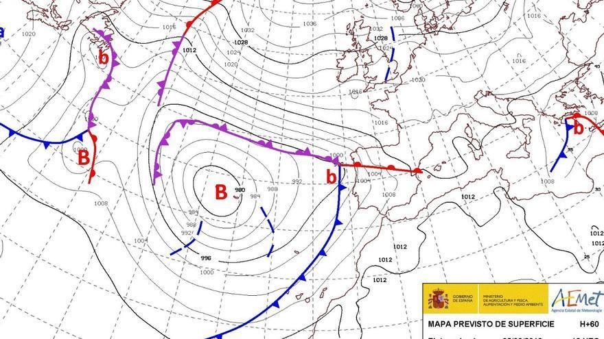 """Canarias espera la llegada mañana de otro frente que traerá más lluvia y vientos """"muy fuertes"""""""