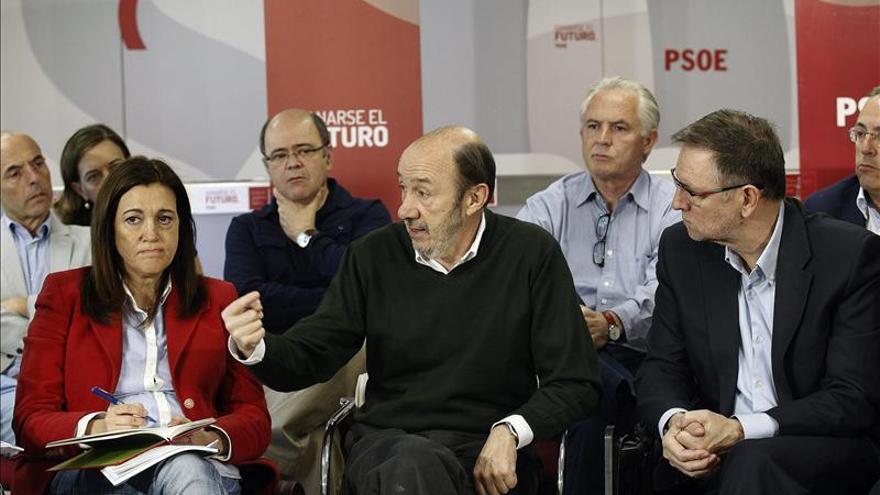 El PSOE llevará su plan económico a los parlamentos autonómicos y a la UE