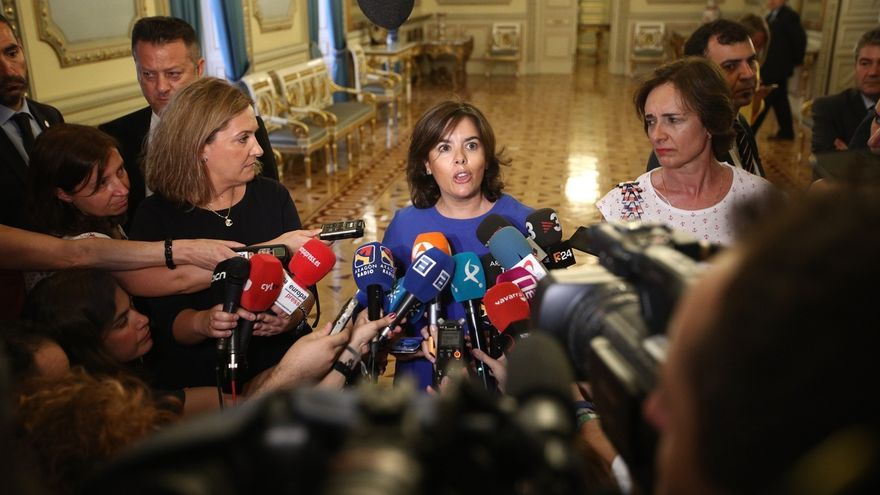 """Sáenz de Santamaría considera """"coyuntural"""" la cifra de paro de agosto y destaca el contexto de crecimiento de España"""